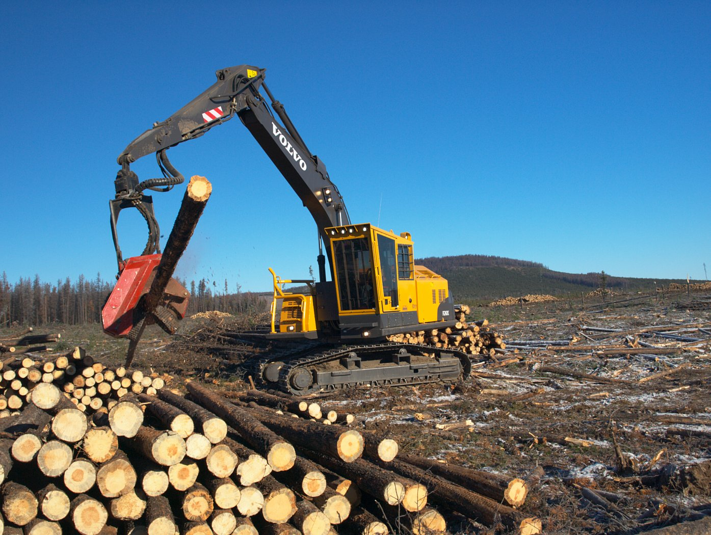 volvo tracked forestry.jpg